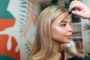 Бьюти-эксперимент: Как человек выглядит с разными бровями