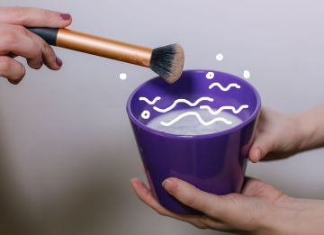 Как правильно мыть кисти: 3 простых способа